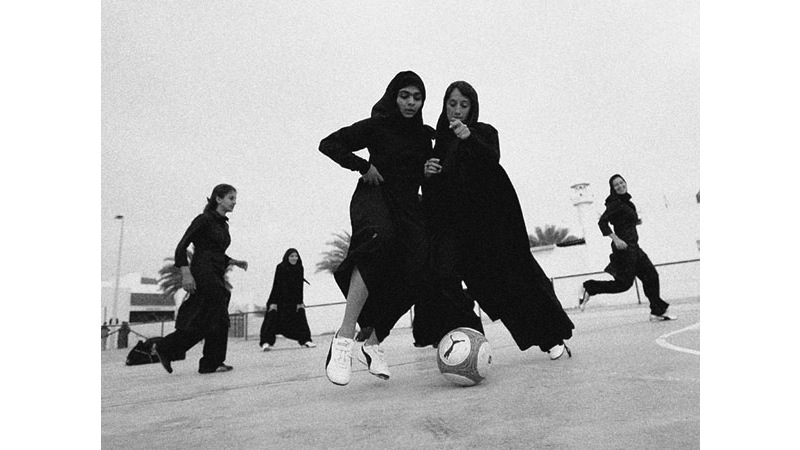 106/136 - Women playing football - Dubai, 2006. © Getty Images