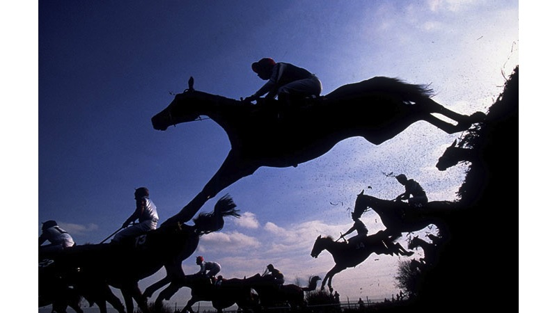 109/136 - Grand National in Liverpool - England, 1994. © Getty Images