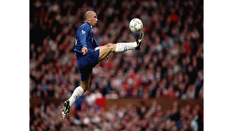 131/136 - Gianluca Vialli - Chelsea, 1996. © Getty Images