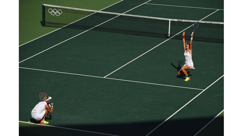 42/170 Elena Vesnina and Ekaterina Makarova of Russia celebrate, Rio 2016